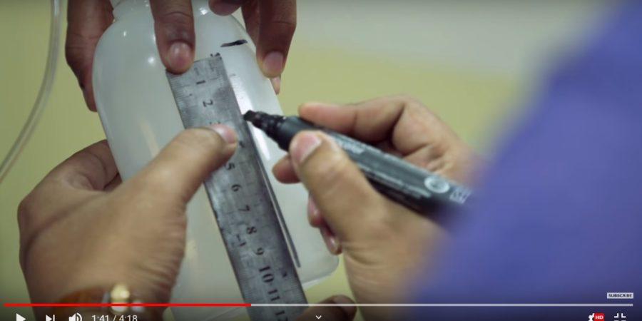 [Video] ¿Podría una botella plástica salvar a miles de bebés?